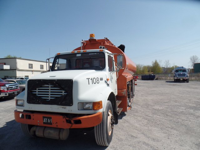 1998 International 4900 DT 466E